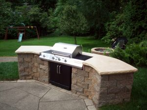 outdoor kitchen | the lil house that could